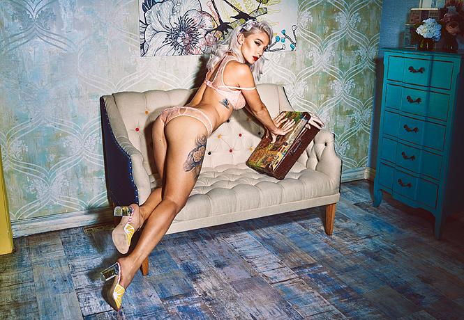 Фото №5 - Настя Ивлеева, Шэрон Стоун и другие самые соблазнительные девушки недели