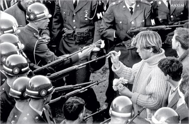 Фото №1 - Ненасильственное сопротивление: как правильно троллить власть, подтачивая ее основание