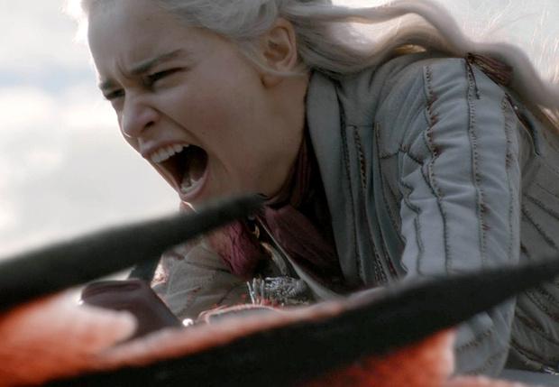 Фото №1 - Фанаты «Игры престолов» создали петицию, чтобы переснять финальный сезон сериала