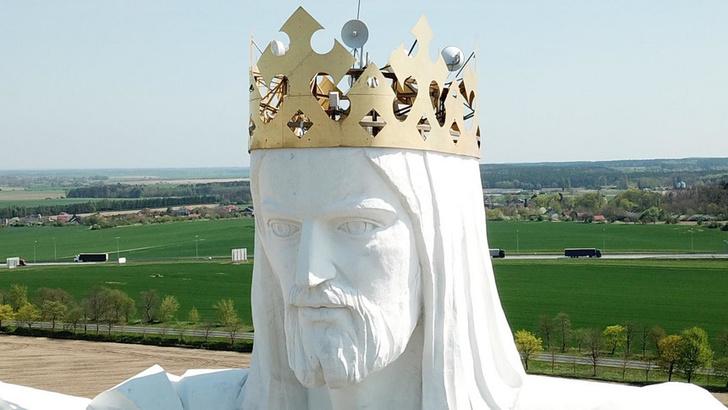 Фото №1 - Божественный Интернет: в Польше на голове Иисуса установили сотовые передатчики