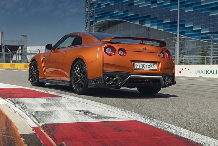 Фото №2 - Nissan GT-R: Годзилла возвращается