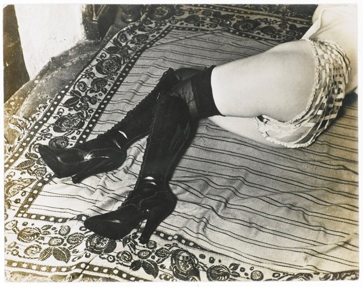 Фото №12 - Реклама фетишистского нижнего белья 1920-х годов
