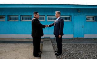 Идея для эпичного туристического кадра: «Дружба двух Корей»