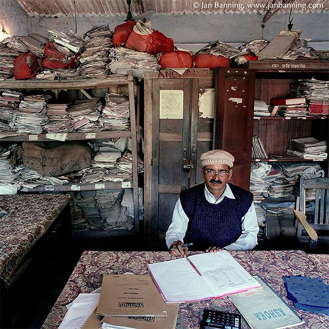 Фото №3 - Как выглядят кабинеты чиновников и служащих в разных странах