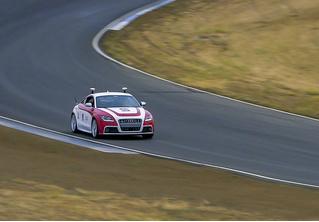 Ученые разработали нейросеть, управляющую гоночным автомобилем не хуже опытного пилота (видео)