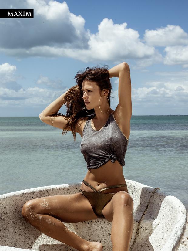 Фото №4 - Анна Кастерова! Наш фотограф настиг беглую телеведущую на пляже в Майами!