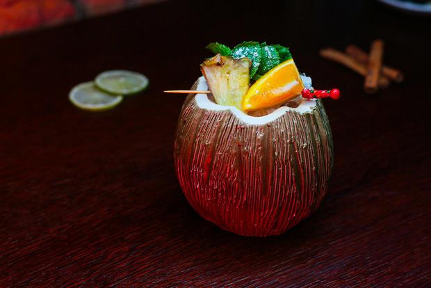 Фото №2 - Карибский тики-бар Black Hat bar