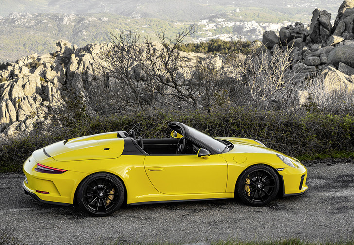 Фото №1 - Только семь штук Porsche 911 Speedster приедут в Россию