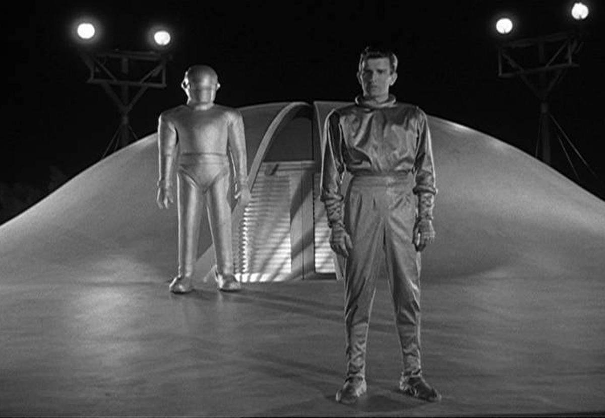 смотреть фантастику про инопланетян: