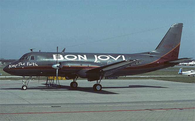 Фото №14 - 25 самолетов и автобусов рок-звезд