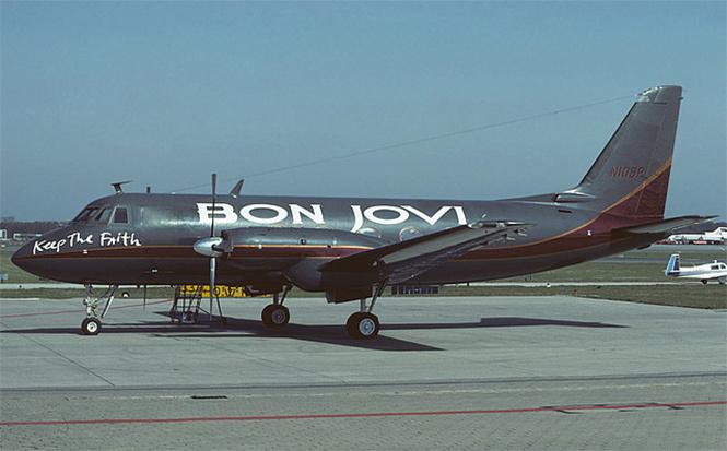 Самолеты и автобусы рок-звезд