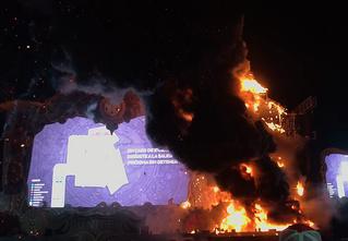 Зажгли: во время музыкального фестиваля на сцене начался пожар (адское видео)