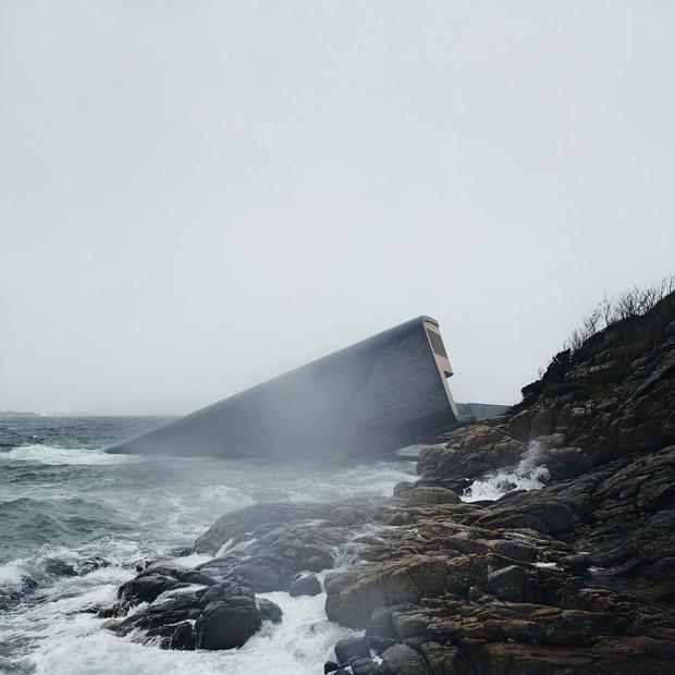 Фото №1 - Первый в Европе подводный ресторан (галерея)