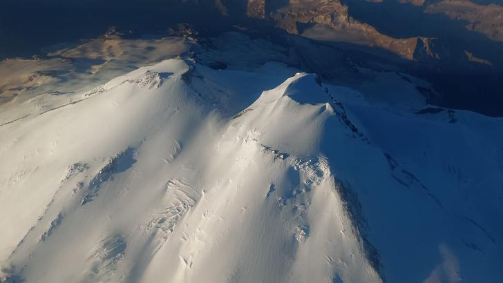 Фото №1 - Совершен рекордный перелет через Эльбрус на тепловом аэростате