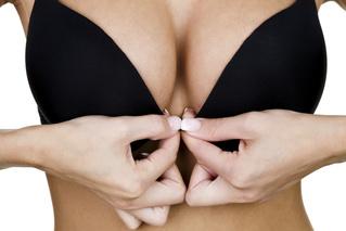 Как правильно трогать грудь