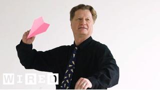 Человек, который лучше всех делает бумажные самолетики (ВИДЕО)