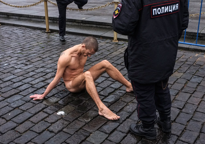 Фото №31 - Ненасильственное сопротивление: как правильно троллить власть, подтачивая ее основание