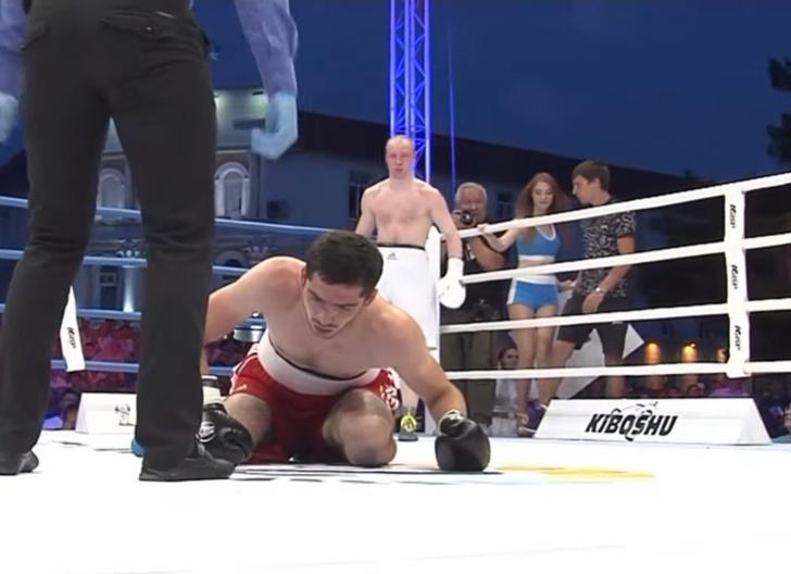 Фото №1 - Архангельский боксер-дебютант послал соперника в нокаут за секунду до гонга (видео)