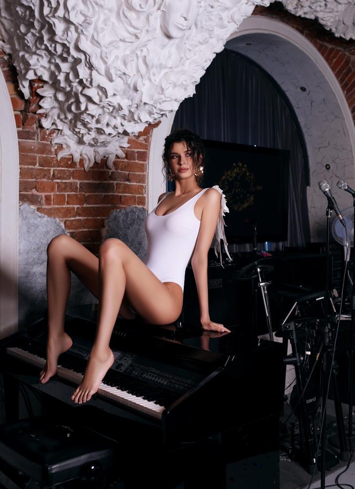 Фото №5 - Красотки Jimmy Poy: самые сексуальные работницы индустрии караоке