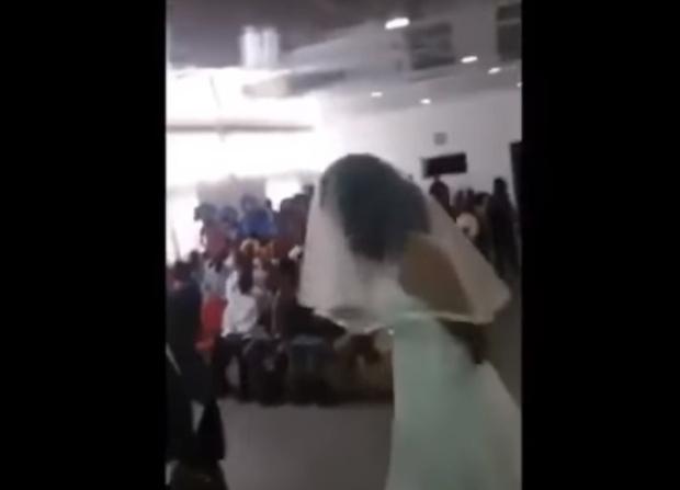 Фото №1 - Любовница сорвала свадьбу любовника, заявившись на нее в свадебном платье! ВИДЕО