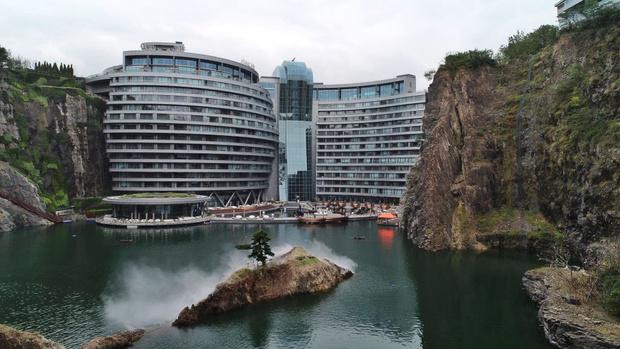 Фото №3 - Первый «подземный» отель открылся в Китае (фото)