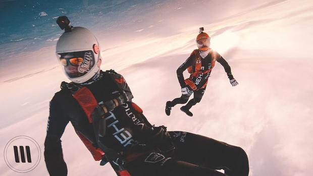 Фото №1 - Видео прыжка с парашютом, снятое на камеру за 25 тысяч долларов