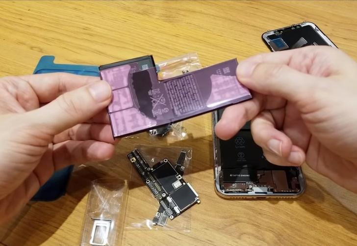 Фото №1 - Парень своими руками собрал iPhone X из запчастей (вдохновляющее видео)