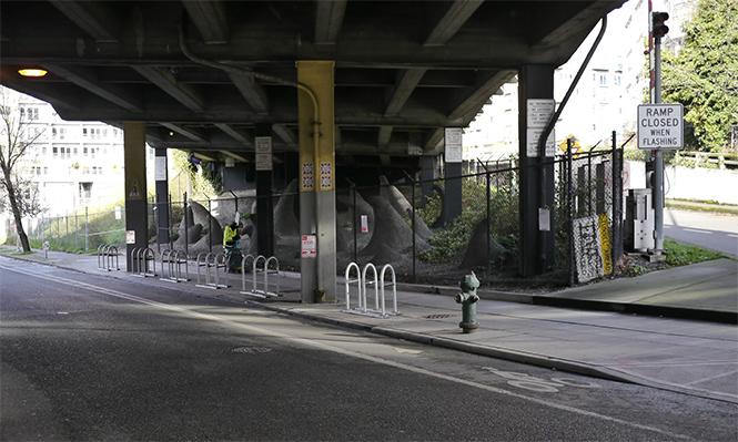 Фото №2 - Городские лайфхаки против бездомных