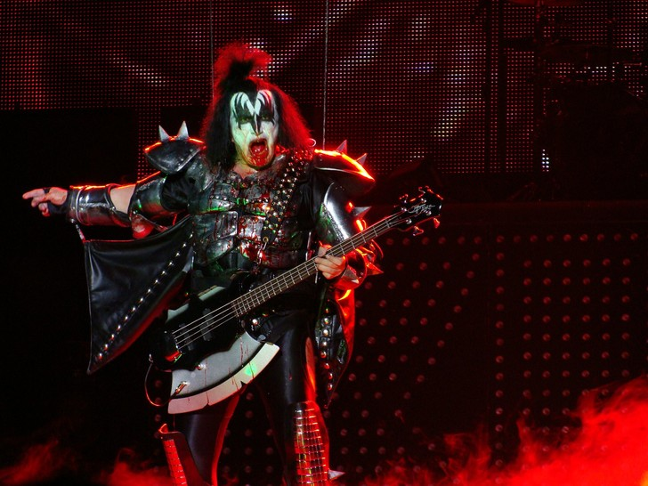 Фото №1 - Джин Симмонс, басист группы Kiss, «отлично провел время» на телеканале Fox