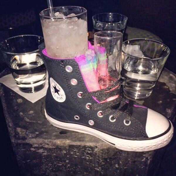 Фото №2 - 12 странных способов подачи напитков в барах