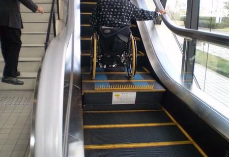 Особенность эскалаторов в Японии (ВИДЕО)