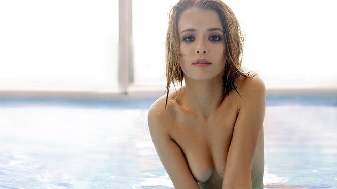 Любовь Аксенова снялась во фильме «Родина», хотя нам сего показалось недостаточно. Захотелось ее совлечь вновь во чем-нибудь— на бассейне несмотря на то бы.