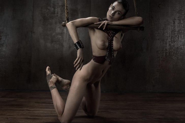 Фото №2 - Фотосессия во французском эротическом журнале, которую мы не могли оставить без внимания