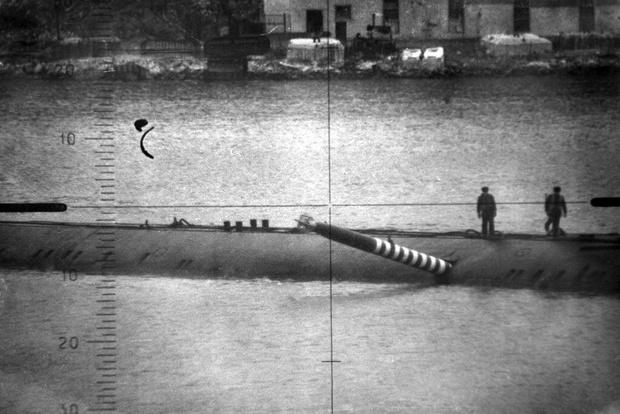 Фото №1 - История одной фотографии: торпеда торчит в борту советской подлодки в 1989 году