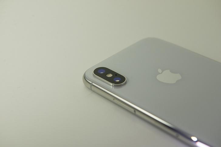 Основная камера почти такая же, как в iPhone 8 Plus: 12 Мп с широкоугольным и телеобъективами