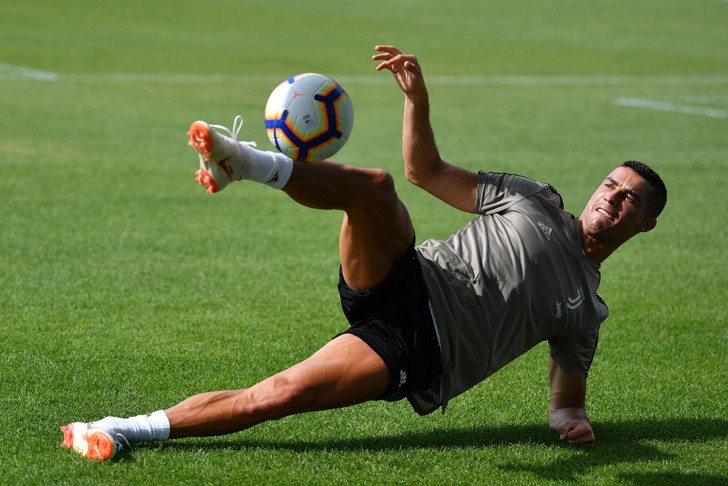 Фото №1 - Роналду забивает с передачи Роналду! Парадоксальное ВИДЕО