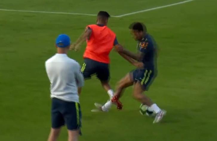 Фото №1 - Твит дня: 19-летний футболист ловко обыграл Неймара и немедленно поплатился (видео)