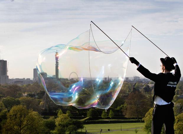 Фото №1 - Делай мыльные пузыри как профессионал
