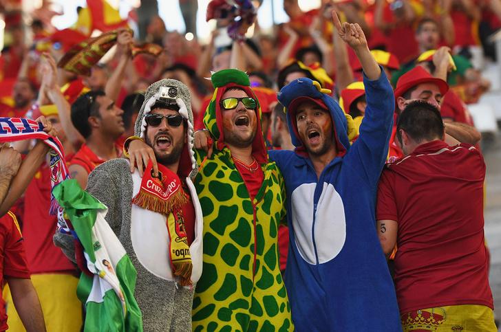 Фото №9 - Слепой испанец, бешеные ирландцы и Дед Мороз. Почему фанаты на Евро-2016 — это не только драки