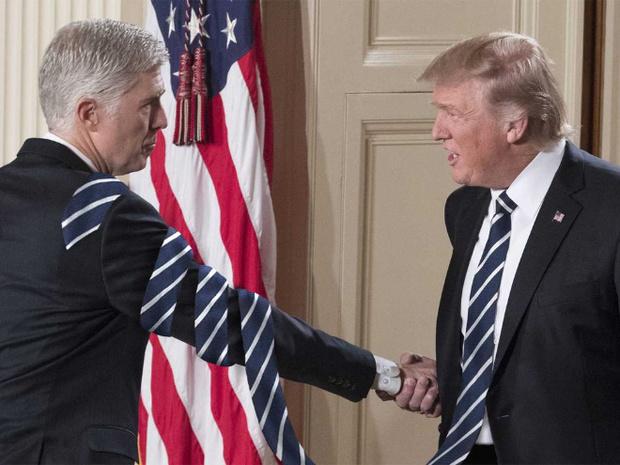 Фото №13 - Странная тенденция моды от Дональда Трампа — невероятно длинные галстуки!