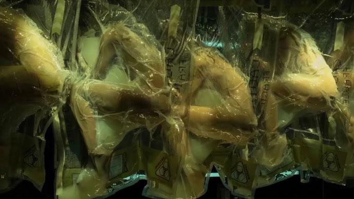 Фото №1 - Netflix рекламирует сериал синтетическими людьми в поэлителене (ВИДЕО)
