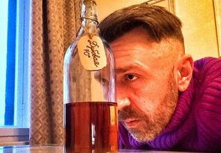 «Я три года пил каждый день». Лучшие цитаты Шнура об алкоголе, женщинах и пузе