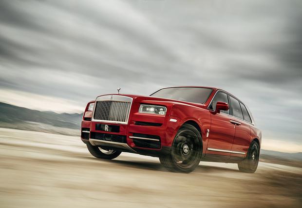 Фото №1 - Просто царь: Rolls-Royce выкатил первый в своей дивной истории внедорожник