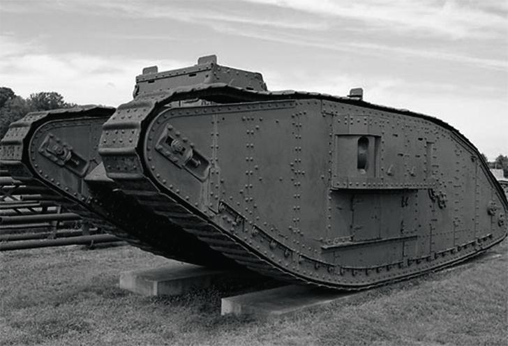 Успешно прошел испытания первый вмире танк— британский Mk.1. Это была еще довольно несовершенная боевая машина, с пушечным вооружением в боковых спонсонах. 1917