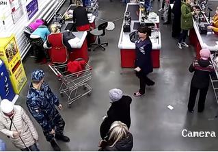 Сходила за хлебушком: россиянка родила у кассы в продуктовом. Роды приняла кассир (видео)