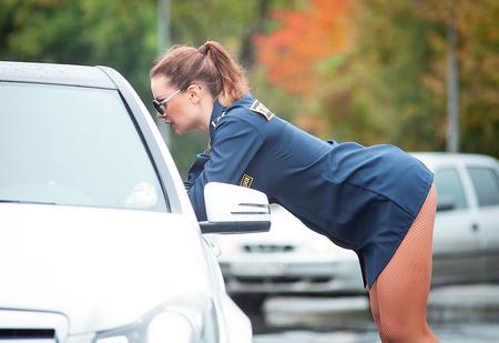 Как правильно вести себя с полицейским, если он...