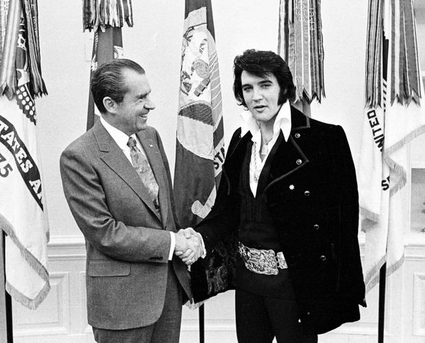 Фото №1 - 7 самых неловких встреч президентов с рок-музыкантами