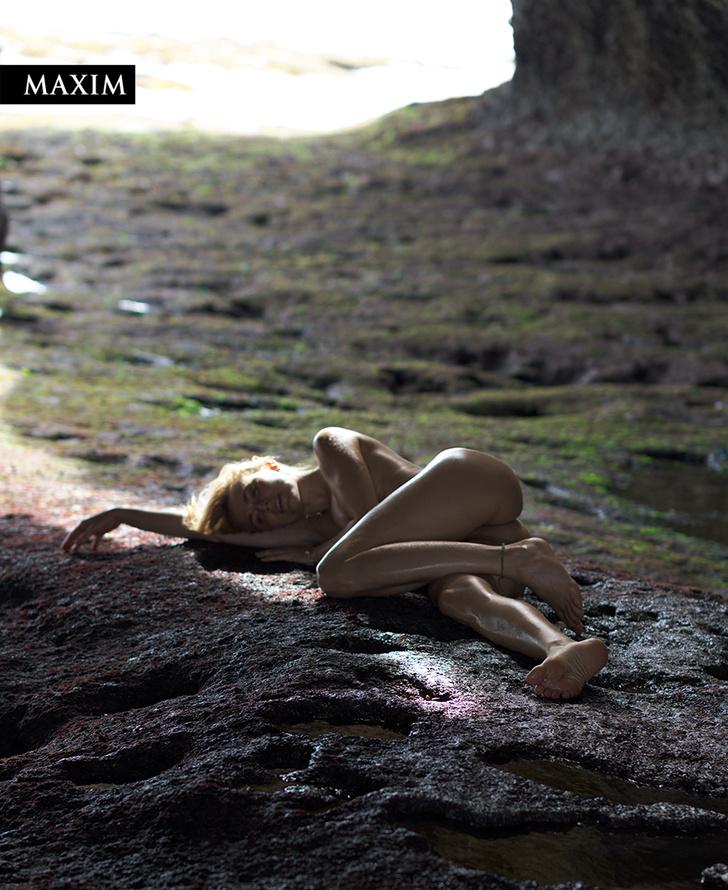 Фото №4 - Как на вулкане! Актриса Елена Чернявская в фотосессии MAXIM