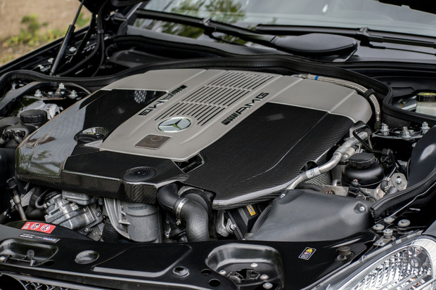 Потенциал первого мерседесовского V12 c двойным турбонаддувом не раскрыт до сих пор. Предел форсировки этого мотора 2002 года лежит за гранью возможностей привода. Характерно, что создавался он даже не для суперкаров