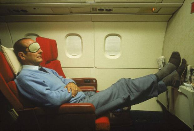 Фото №2 - 7 советов, которые помогут заснуть в самолете